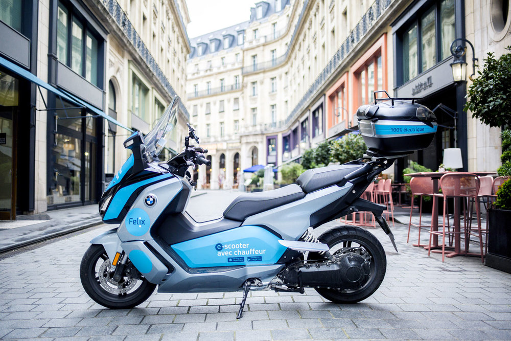Des scooters 100% électriques - Notre flotte de scooters électriques BMW vous permet de vous déplacer au quotidien avec une empreinte écologique nulle.