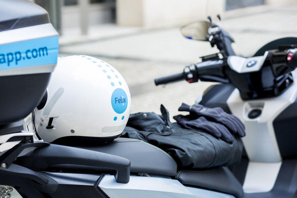 Un confort par tout temps - Nos chauffeurs partenaires mettent à votre disposition des équipements de qualité (casque, gants, vestes imperméables avec protections, kit hygiène).