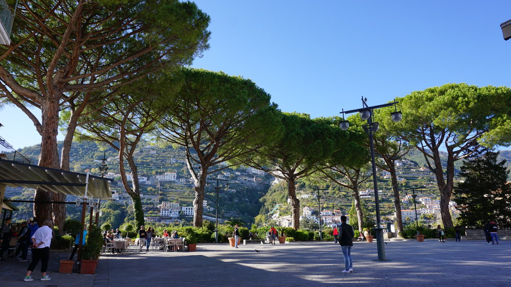 Those trees that embrace Piazza Duomo in Ravello. So dreamy...