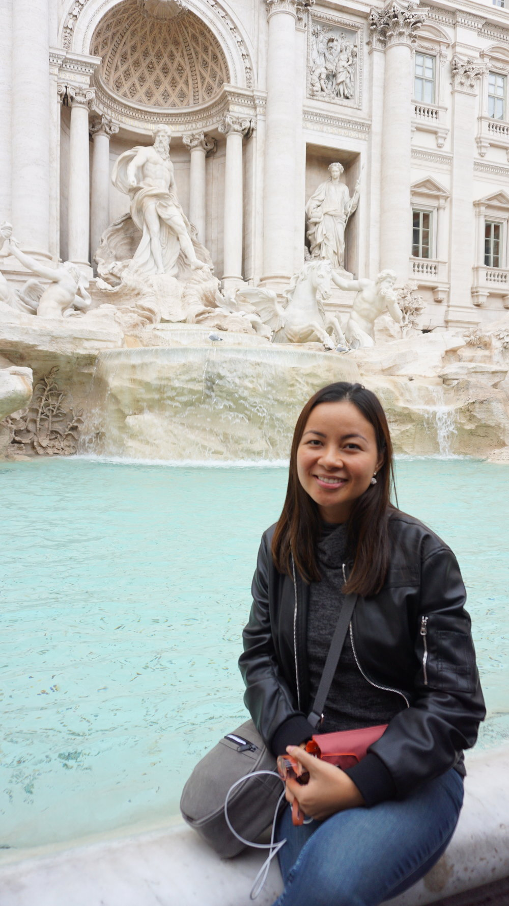 There were so many tourists like me wanting to get a photo at the Trevi Fountain!
