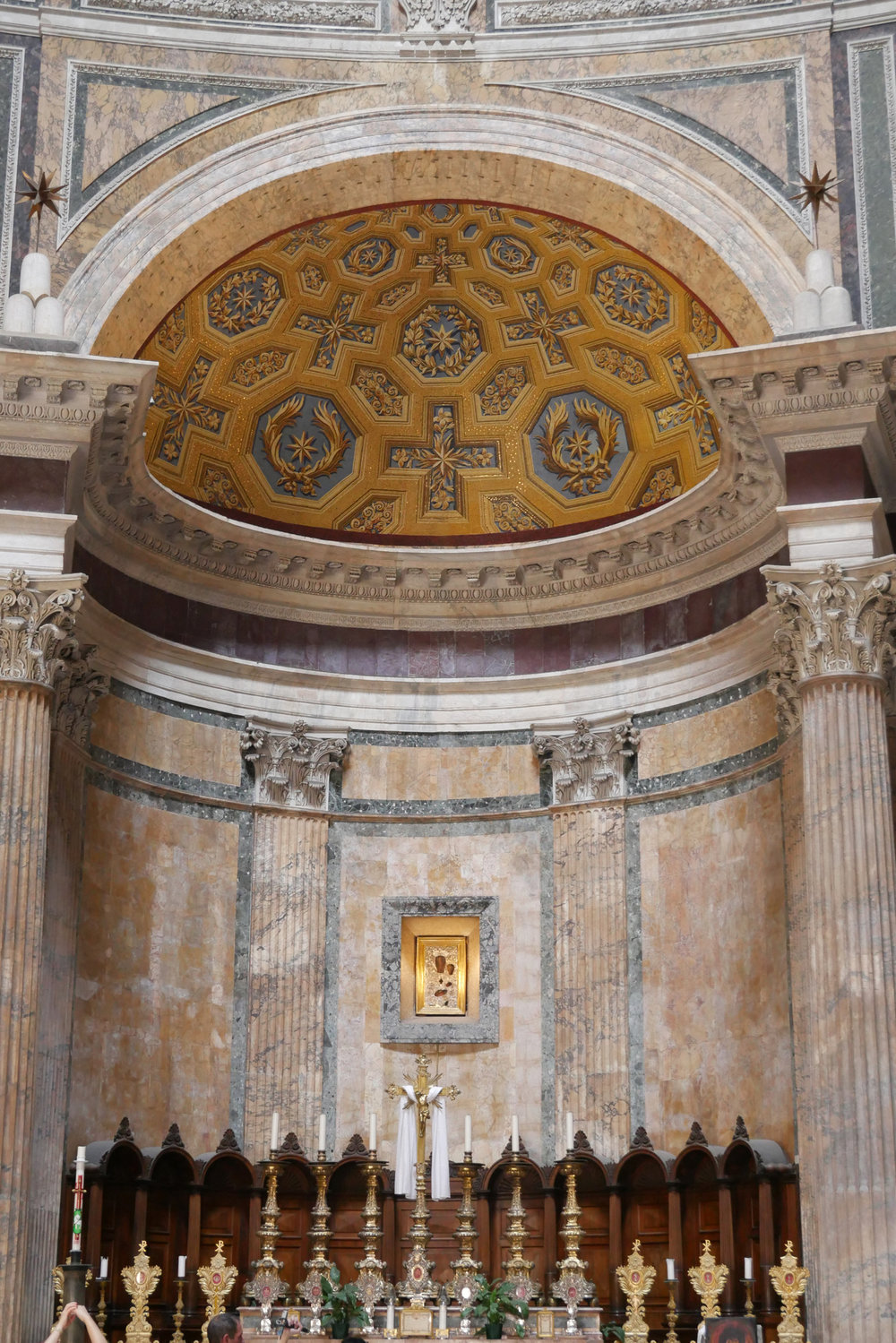 Inside-the-Pantheon-gilded-gold-Rome.jpg