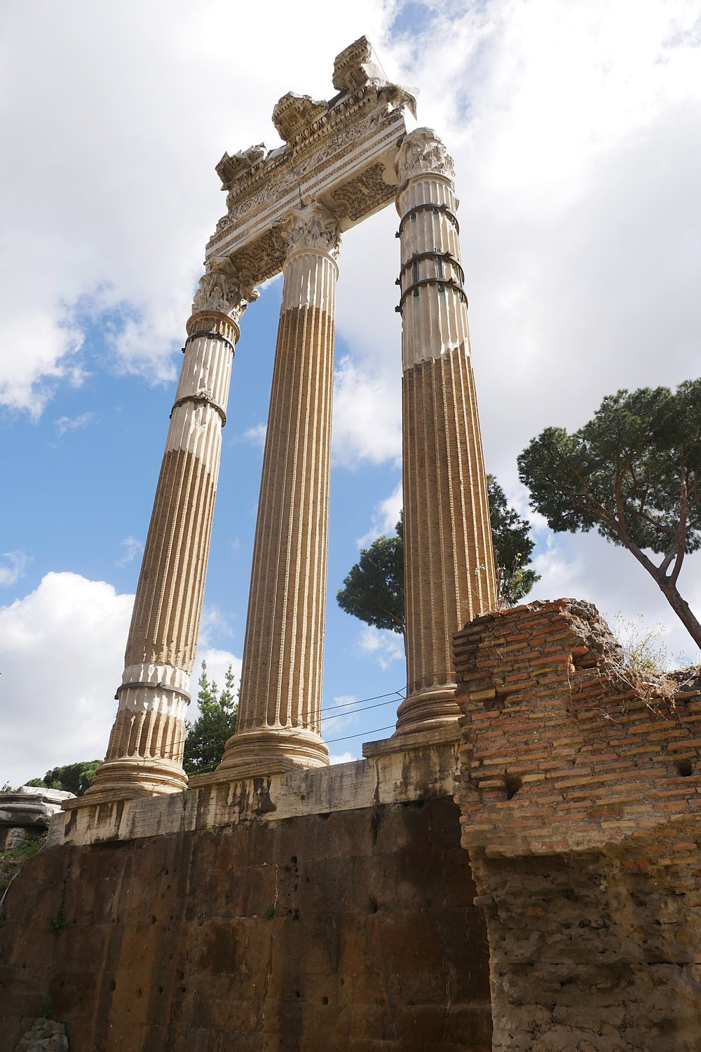 Column-ruins-Roman-Forum-Rome.JPG