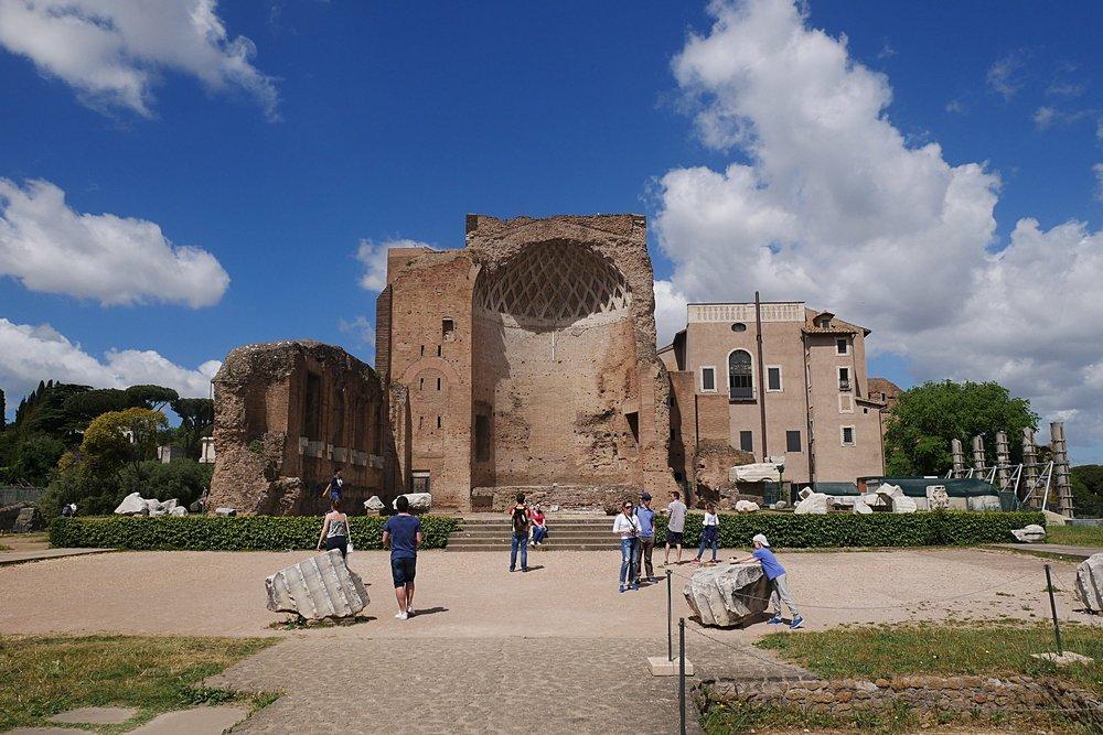 Dome-ruins-Roman-Forum-Rome.JPG