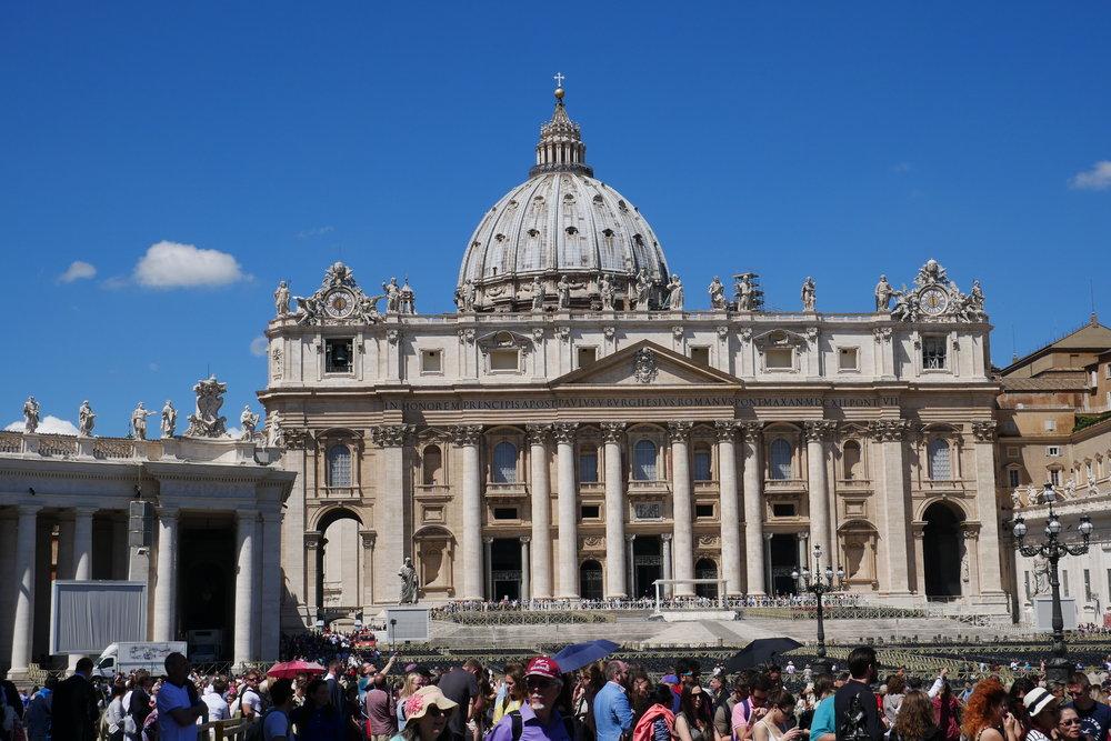 St-Peter's-Basilica-tourists-Vatican.JPG