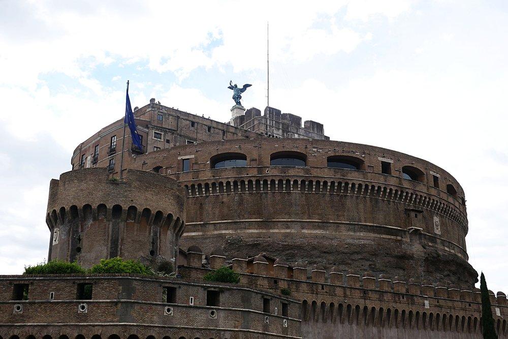 Castel-Sant'Angelo-Angel-Rome.JPG