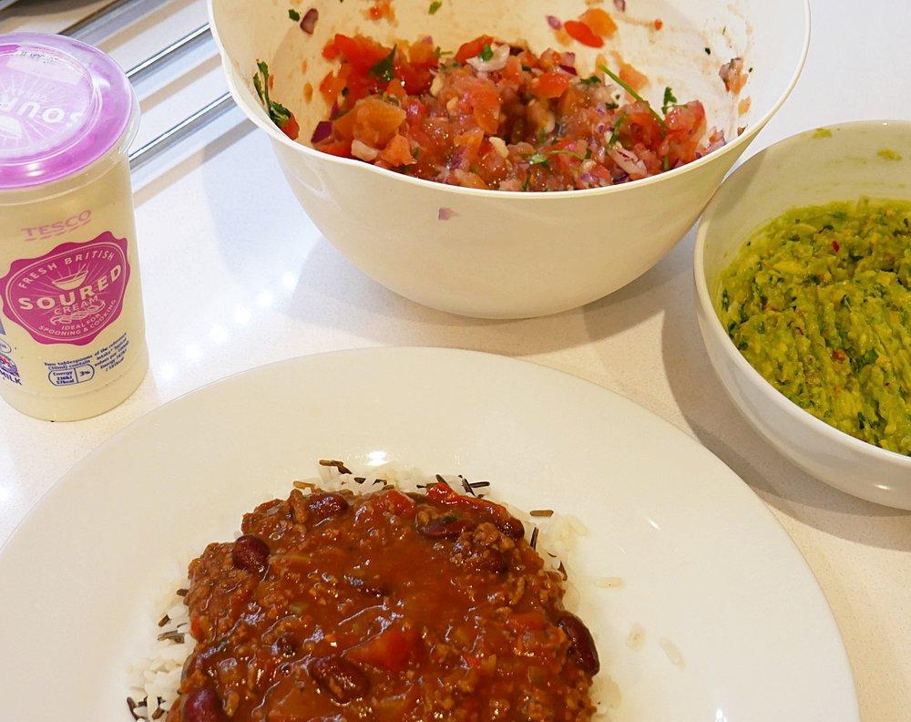 Chilli-con-carne-rice-salsa-guacamole-dinner.JPG