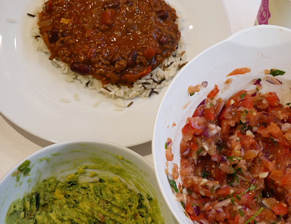 Chilli-con-carne-with-rice-salsa-guacamole-dinner.JPG