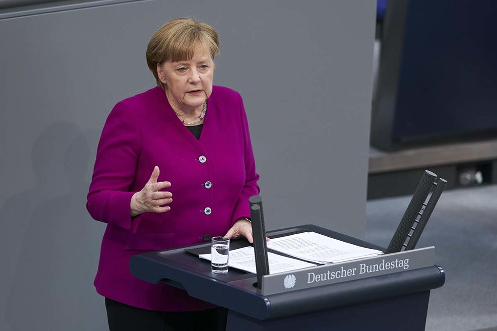 Bundeskanzlerin Angela Merkel gibt eine Regierungserklärung nach der Wiederwahl / Grundzüge zum Regierungsprogramm für die kommenden vier Jahre im Bundestag ab.