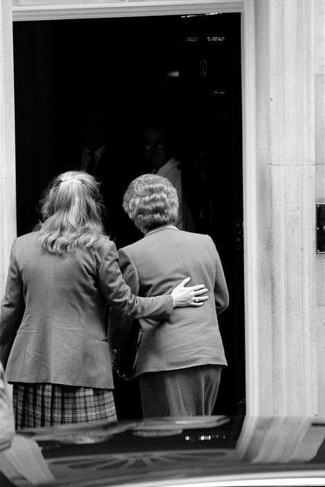 Mrs Margaret THATCHER is helped into 10 Downing Street after resigning as leader of  Conservative Party.