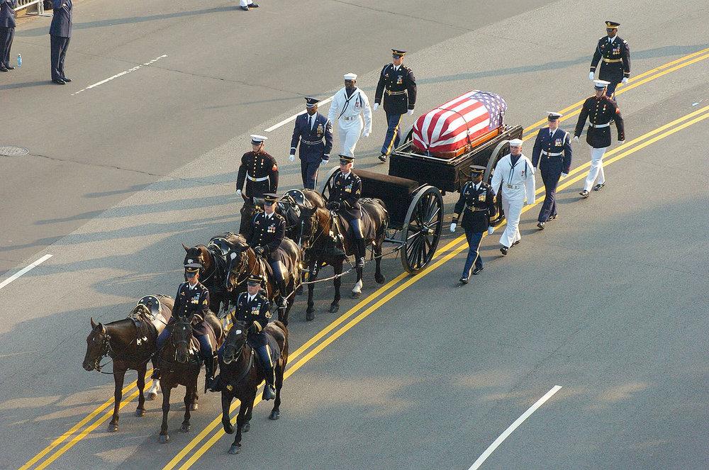 Процесія з тілом 40-го Президента США Рональда Рейгана на Конституція-авеню, 2004  Photo: Wikipedia