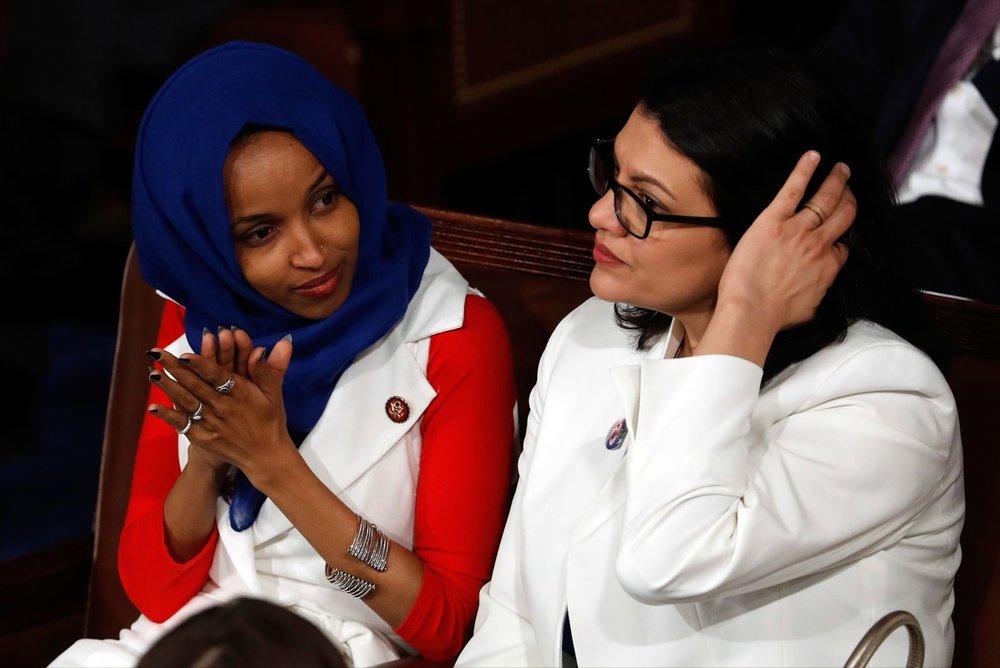 Дві перші конгресвумен-мусульманки — Ільган Омар та Рашида Тлаїб  J. Scott Applewhite/AP