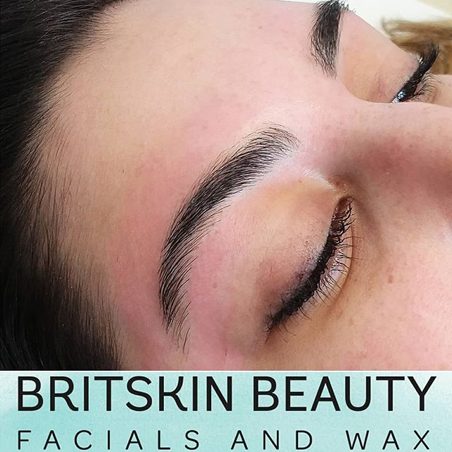 Eat. Sleep. Brows. Repeat. . Brow Wax | $25 reg. . Link in bio to make your appt💻 . . . #esthetician #skincare #skincaretips #facials #dermalogica #hardwax #hardwaxing #waxing #berodinwax #santaclarita #valencia #explorethe661 #britskinbeauty