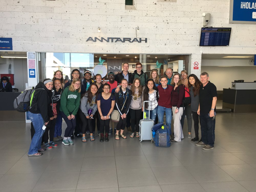 A group photo at the Arequipa airport upon departure