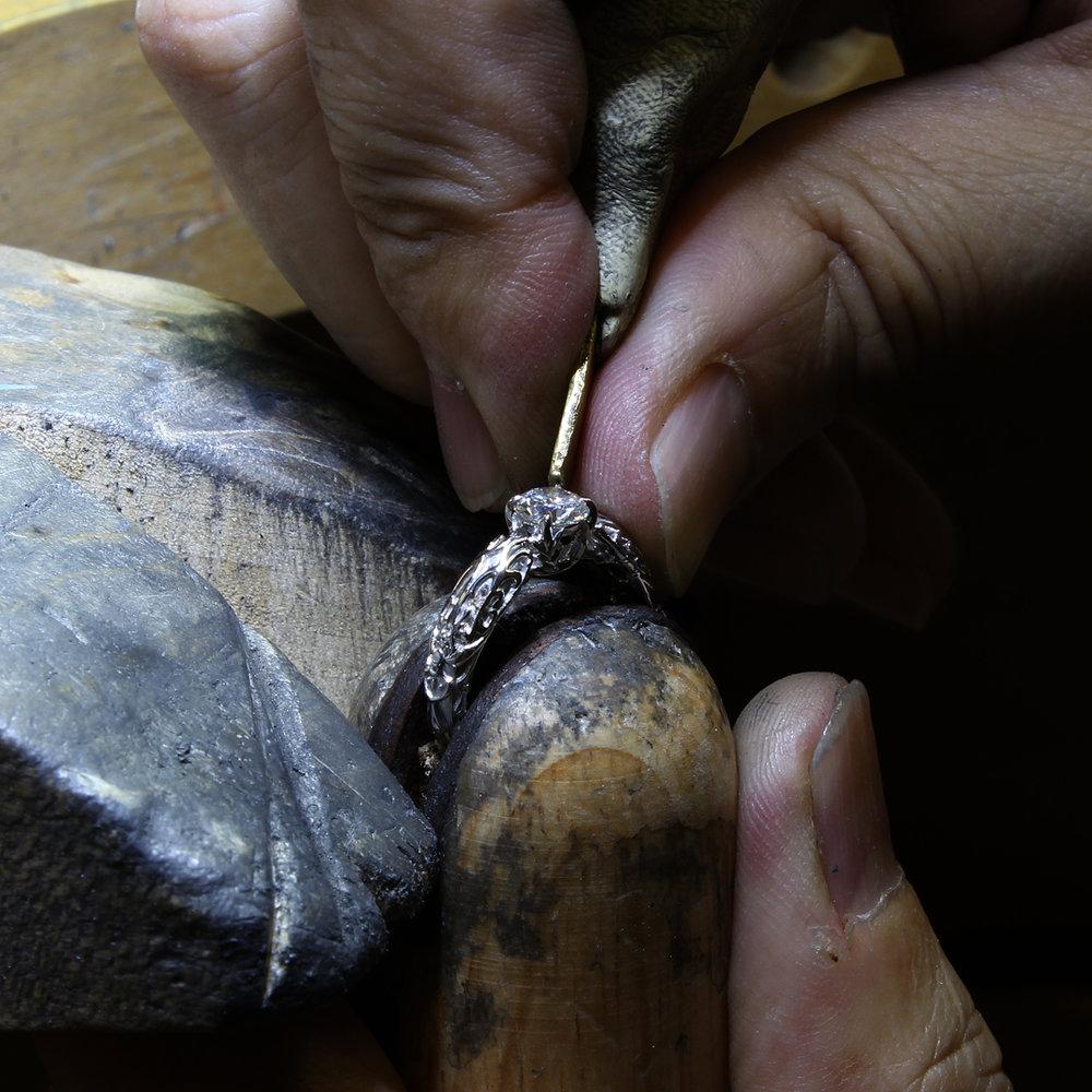 setting-diamond-in-white-mage-ring