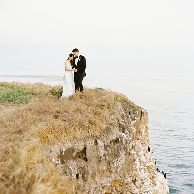These two wanted to share a few stolen moments alone more than they cared to have a photographer shoot romantic portraits of them. With the right fit, you can have both. ❤️📷 💫  #santabarbarawedding #santabarbaraweddingplanner #dospueblosranchwedding #romanticphotos #love  Planning @donnaromani  Photography @michaelandannacosta  Venue @ranchodospueblos