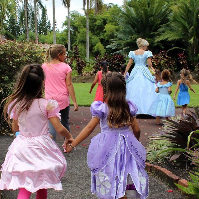 Inspiring children of all ages with each performance. We encourage others to live their happy. . . . . . #regalcharacters #portland #saltlake #saltlakemoms #oregon #portlandkids #portlandmoms #livehappy #inspiration #tulsa #oklahoma #tulsakids #oklahomamoms #oklahomamoms #princess #cinderella #heroes #rolemodel
