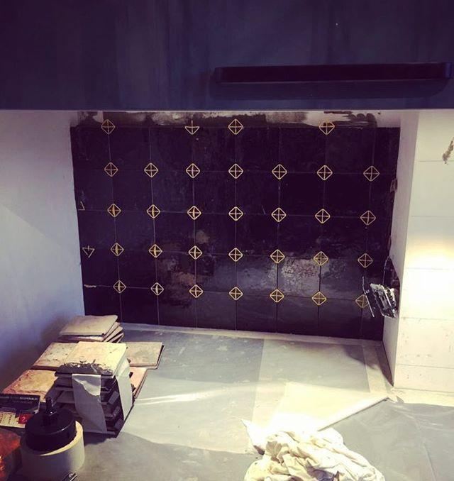 #workinprogress #92200 #zelliges #blackalways #kitchen #decointerieur #interiordesign #architecture #agencement #archiinterieur #homedecor #aureliasantoniarchitectureinterieure @aureliasantoni