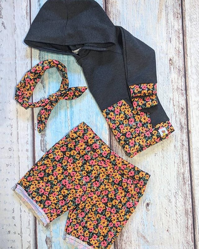 Florals combination are always in 🌺🌸🌼. Don't you think ? 🌴 #paradisekidsclothing