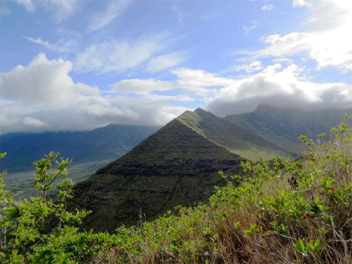 Pyramid Pu'u Heleakala Waianae, Oahu.jpg