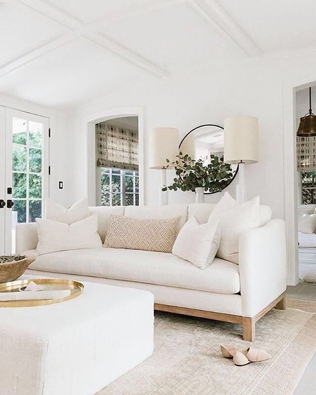 Happy Wednesday! Love the California Chic vibe in @erinfetherston's home. . . . . . #whitedecor #styleathome #houseandhome #whywhiteworks #detailsmatter #interiordesigncommunity #designerlifestyle #stylishliving  #housebeautiful #designisinthedetails #interiordesignerOC #OrangeCountyDesigner #OCHomes #OCinteriors #studioDMM #interior123 #interior125 #interior444 #interior4you #interior4all #interiorinspo #interiorinspiration #interiorandhome #interior2you #homedesign #interiorforinspo #homeinterior  #designinterior #interiordecorating #interiorstyle