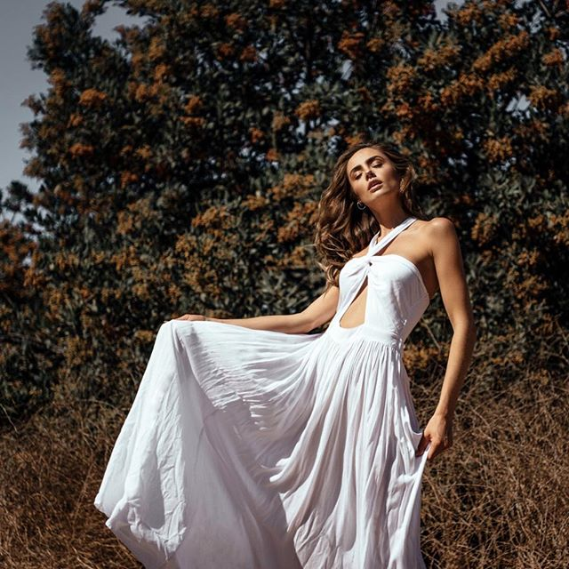 Dancing in the breeze. / Featuring our Blosson Dress 🌸 #BohoMeCollection #sunnystateofmind #freesouls