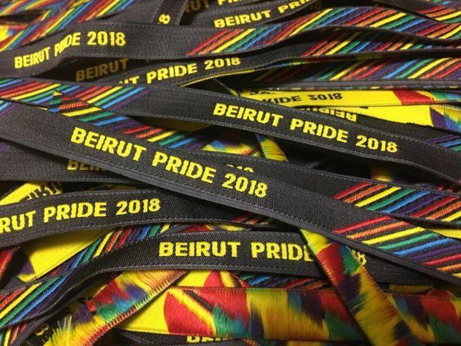 Brazaletes distribuidos para el desfile del Orgullo de Beirut. Fuente: fuente de Facebook .