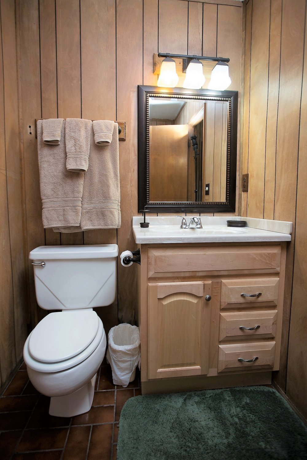 Cabin 1 bathroom.jpg
