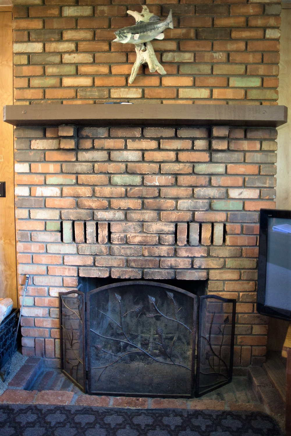 Cabin 3 Fireplace.jpg