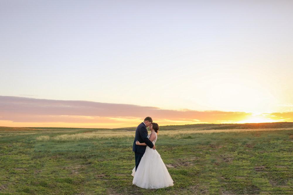 NEWLYWEDS + WEDDING PARTY -