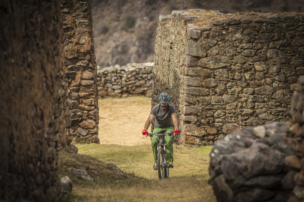 Biking around Sacred Valley with Explora