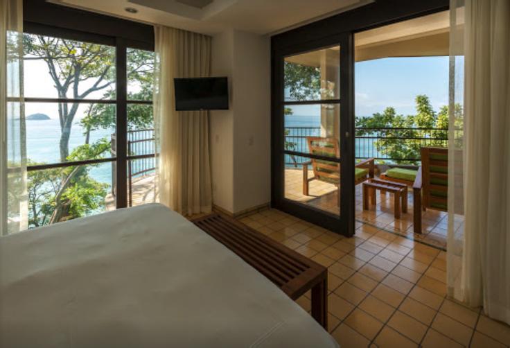 Room at Arenas del Mar