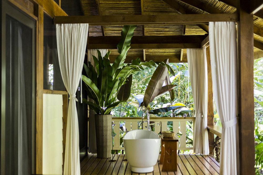 Outdoor Bathtub, Pacuare Lodge