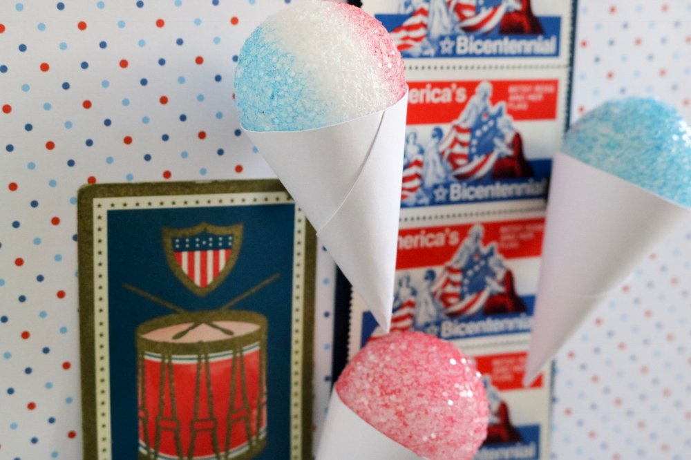 Mini Styrofoam Snow Cone Magnets #diymagnets #snowcones #styrofoam #summercrafts #summerdiy #snowcone #icecream #kitchendecor #craftstodowithkids #magnets #papercrafts