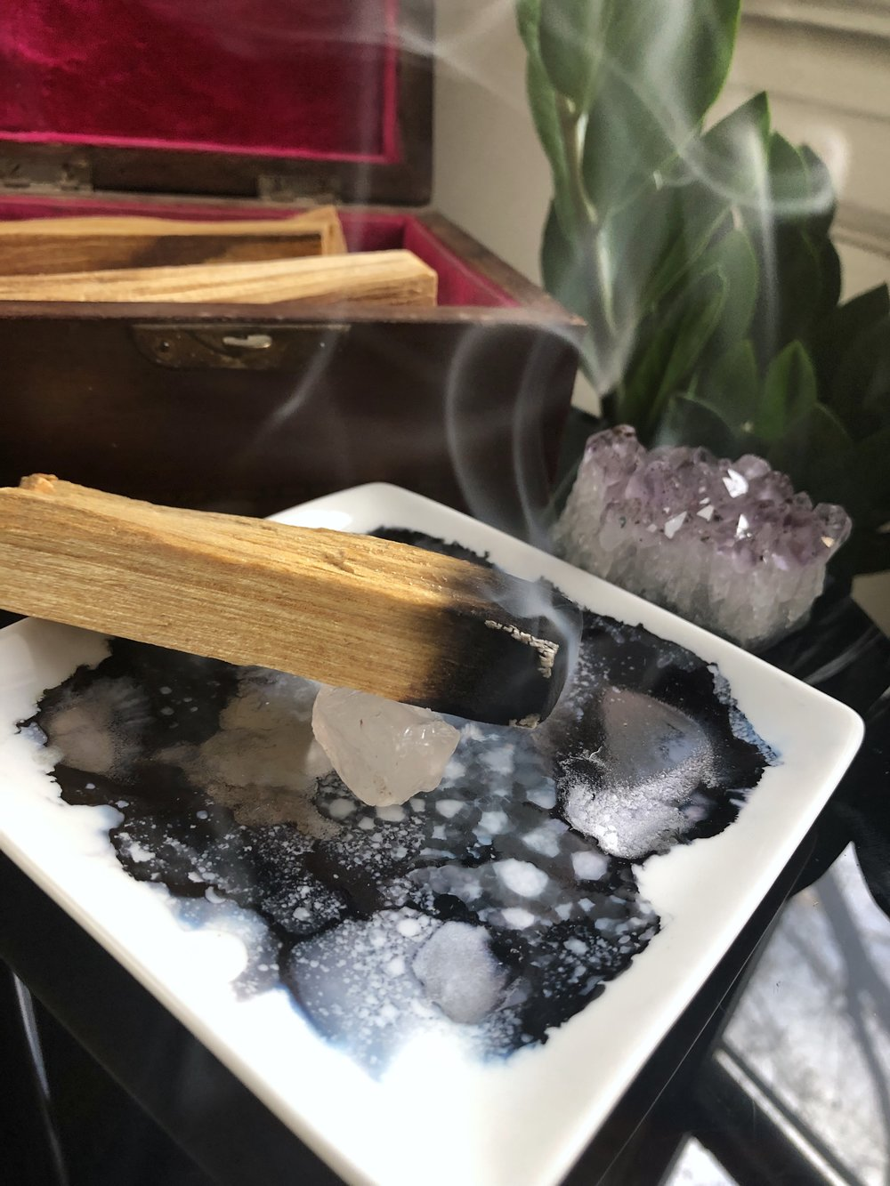 DIY Palo Santo Alcohol Ink Tray #hippiecraft #crystals #smudging #smudgestick #craftstodowhenyourbored