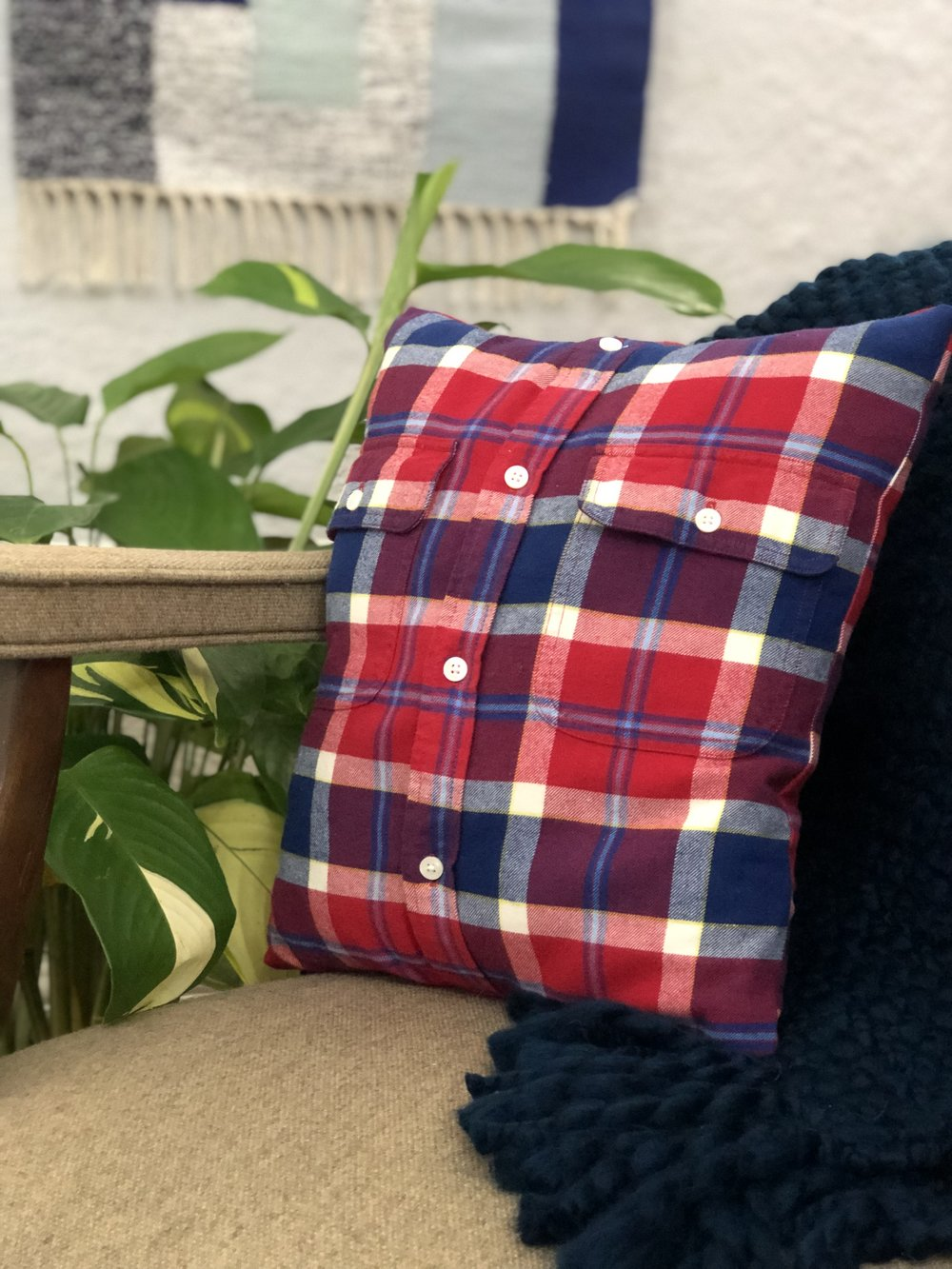 DIY upcycled no sew pillow cover. #flannelshirt #buttondown #keepsake #easydiy #nosew #heatbond #easycraft