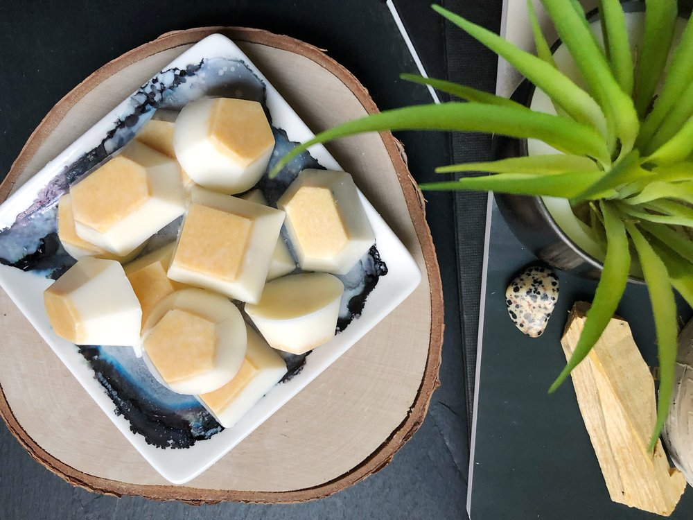 DIY Palo Santo Wax Melts #palosanto #soy #waxmelts #crystals #essentialoils #waxwarmer #candlemaking #candleDIY