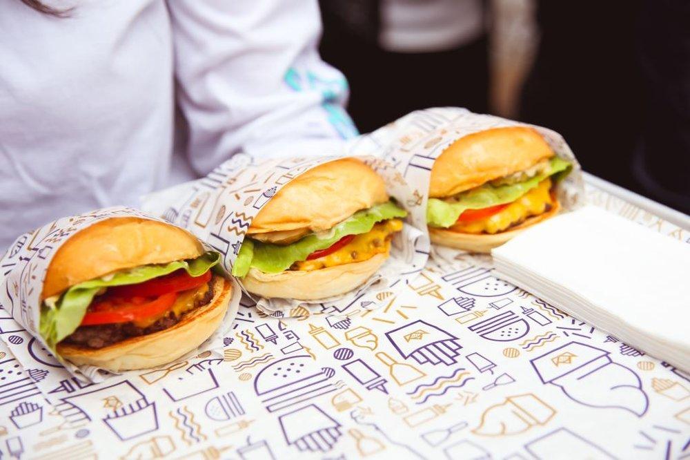 9 November 2017The Australia Times: News - Royal Stacks Burger Truck launch at White Hart