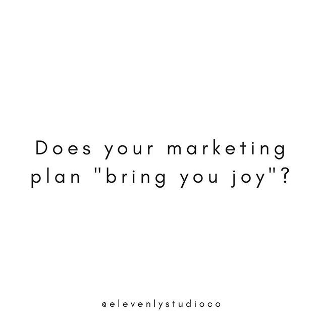 If your marketing plan doesn't spark joy, Marie Kondo it!🙅‍♀️ ⠀ There are SO many ways to market your business that it can be overwhelming ... Should I start a blog? record a podcast? be on FB or Pinterest? Do I need an email list?😖 ⠀ You don't have to be in ALL the spots in order to have a successful online marketing strategy! Instead focus on one or two of the ways that gets you excited and really own it 😎 When you enjoy what you're doing, providing value to your audience and building those connections will be something you look forward to! ⠀ ⠀ So don't be afraid to test out different marketing strategies or outsource different aspects until you find what works for you and your business. You worked hard to build your business and deserve to focus on the parts you love! Plus, work should be fun, right?!😉 ⠀