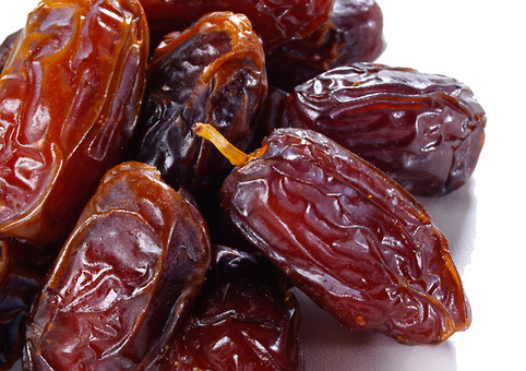 Medjool dates? It's ok, I didn't know either. A quick google check and seeing the image affirmed that they are the ones you usually see in the bulk section at your local market.