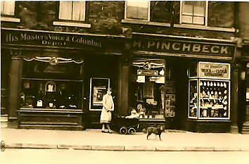 13-15 George street - Harold Pinchbeck's workshop - circa 1923
