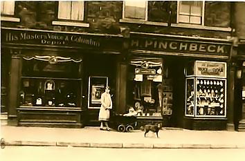 Harold Pinchbeck's shop 13-15 George street circa 1923
