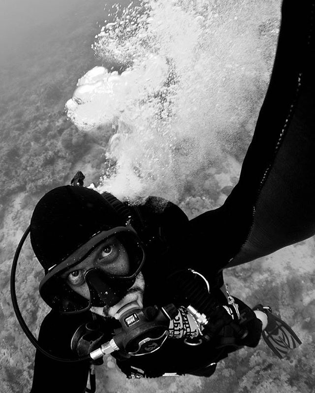 Pop. Exploding #miflex high pressure hose selfie. It felt like I'd been hit in the back with a massive spade the size of a car made of lead that was wrapped in rubber. Having a hose burst is obviously a massive problem when diving and the noise and sensation of it bursting scared the hell out of me. Obviously this meant it was time to abort the dive. Once I understood what was happening and checked my pressure gauge I was reassured that the pressure was dropping fairly slowly. Low pressure hoses bursting are a far more serious problem as you lose your air a hell of a lot faster, contrary to what you might assume. So, knowing I had time and gas to safely ascend, l took the opportunity to take his shot over my shoulder as a memento.