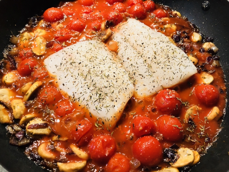 Adding the fillets in the middle of the dish - seasoned