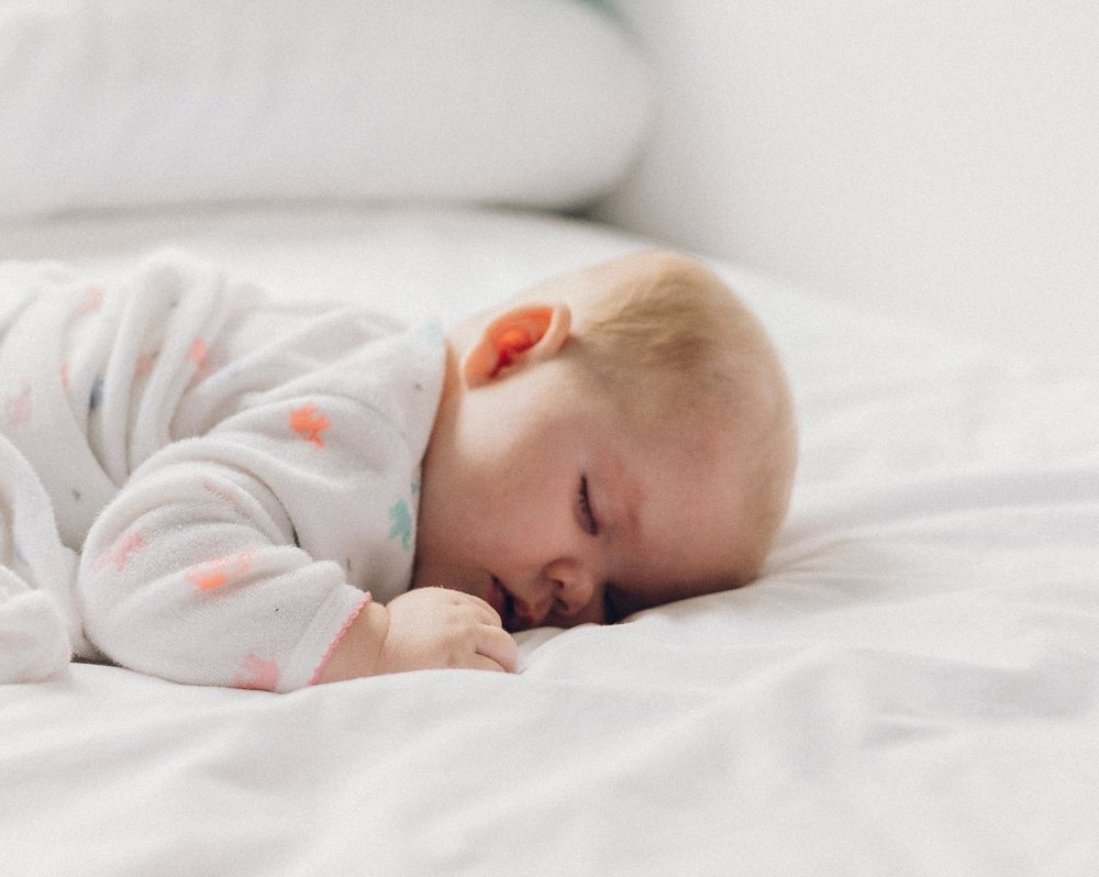 Baby sleep can be a stress minefield in the early days of parenting.   *This post contains affiliate links to Amazon products. Should you decide to purchase the product we'll receive a small amount of commission. Thank you!    We only link to products that we really think are worth your time and money.