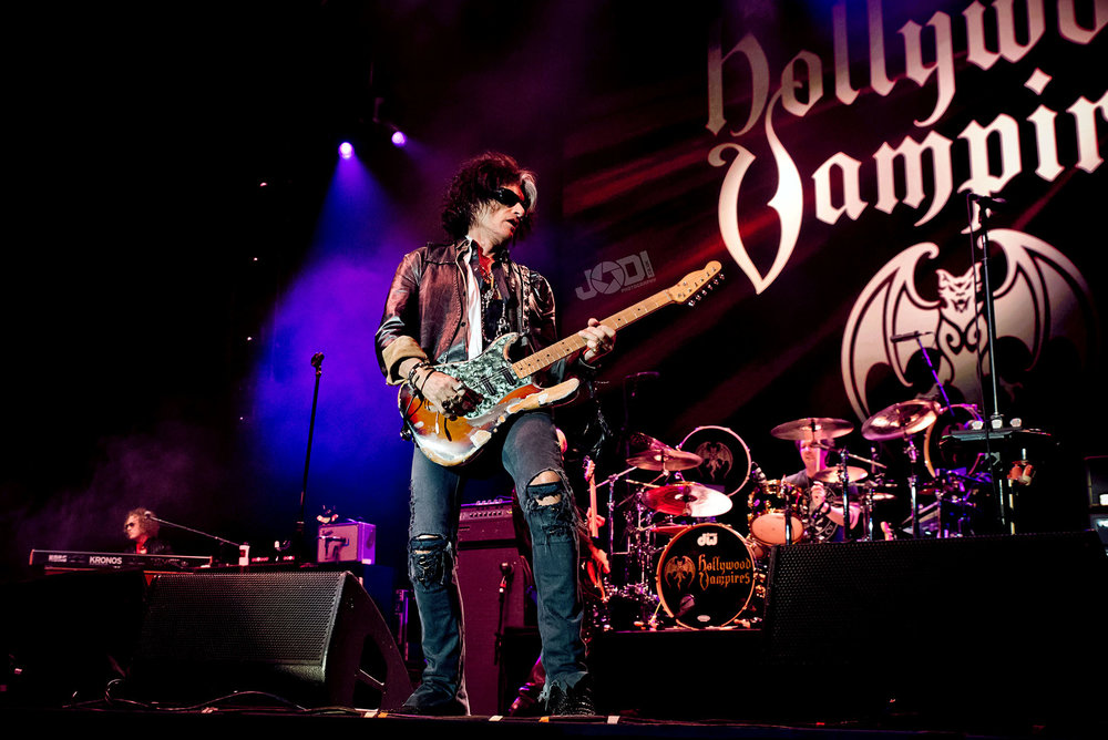 Hollywood Vampires at Birmingham Genting Arena by jodiphotography 88.jpg