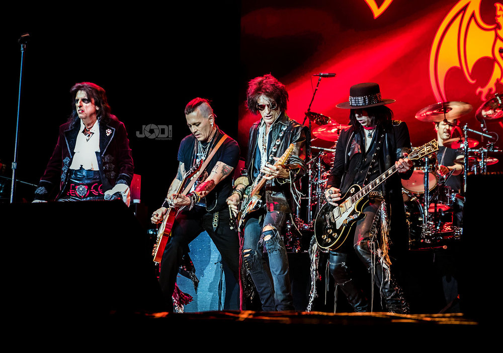 Hollywood Vampires at Manchester Arena 2018 by jodiphotography 69.jpg