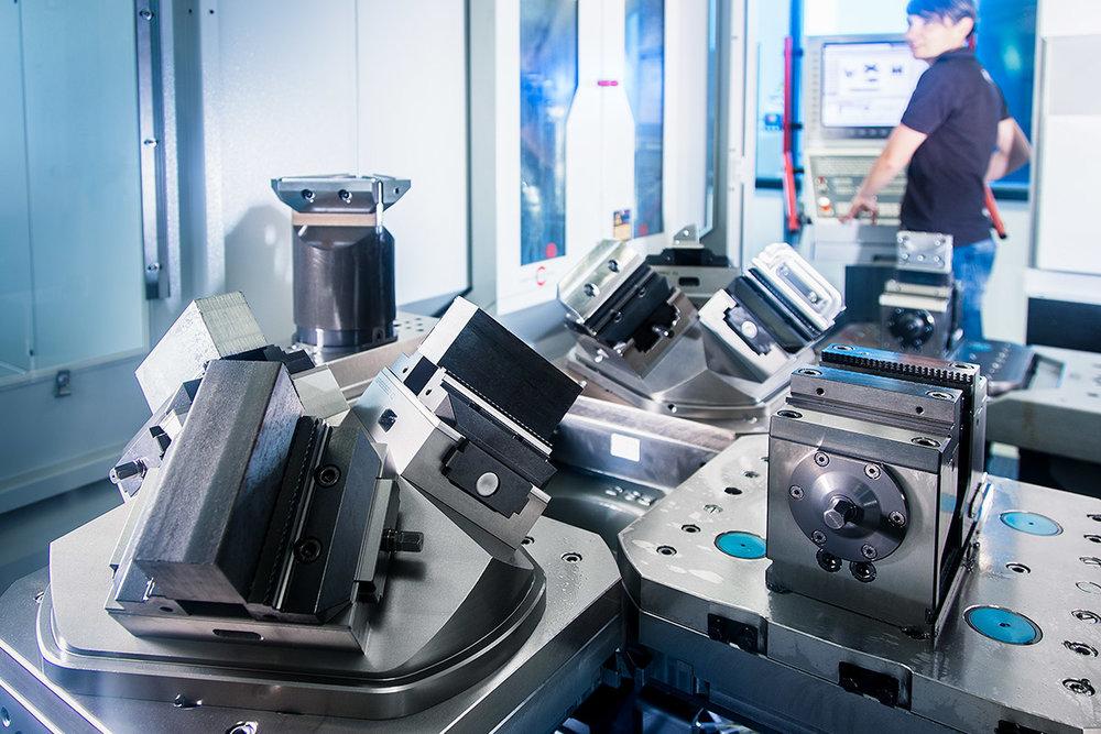 TMV Werkzeugbau - hightech CNC Bearbeitungszentren