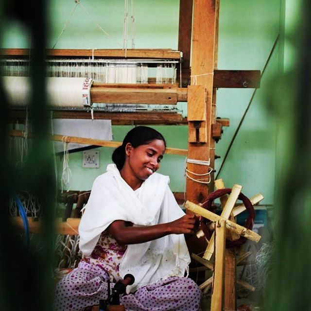 Happiness is contagious!  Whoever is happy, will make others happy too.  That's what we try to achieve at Solid. Happy artisans make happy customers. ❤️ #letsrisebyliftingothers #pacescrafts #solidcrafts #happinessiscontagious #handmadefashion #slowfashion