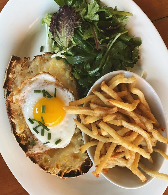 When the light hits your croque just right and you think it might have come from heaven 🙏 #cafedalsace . . . . . #croquemadame #croque #eggs #brunch #breakfast #lunch #fries #funwithfries #dailyfries #yum #frenchfood #frenchbistro #eaterny #eeeeeats #eatingnyc #emdailypic #foodgasm #foodporn #feedfeed #f52grams #buzzfeast #nycrestaurants #thrillist #newforkcity #forkyeah #nyc #ues