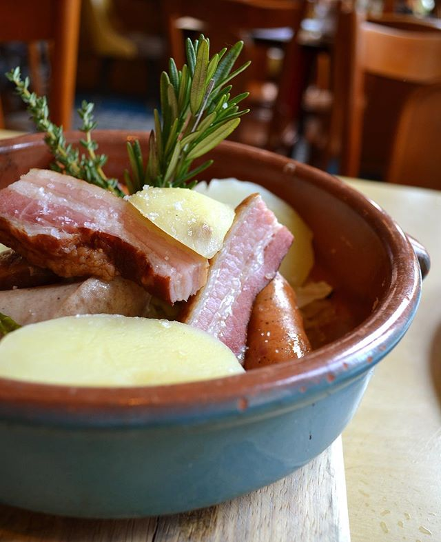 Our Choucroute Garnie is the perfect dish to brighten a rainy day! Assorted sausages, smoked pork breast, Riesling braised sauerkraut, steamed potatoes, and dijon mustard 👌 #cafedalsace . . . . . #choucroute #sausage #pork #meat #carnivore #frenchfood #frenchbistro #eaterny #eeeeeats #eatingnyc #emdailypic #feedfeed #foodporn #forkyeah #f53grams  #heresmyfood #devourpower #nycrestaurants #nyc #ues